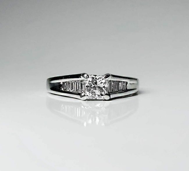 18KW Brilliant Star Engagement Ring